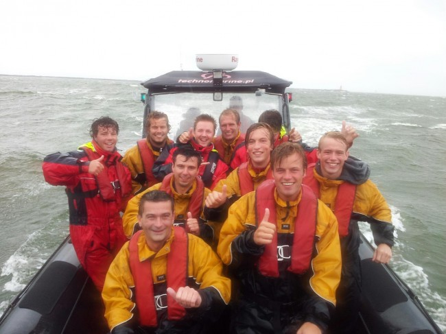 vrijgezellenfeest powerboat varen by Lasergame Outdoor